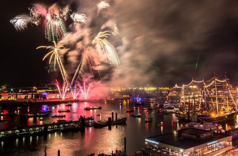 Feuerwerk zum Hafengeburtstag in Hamburg