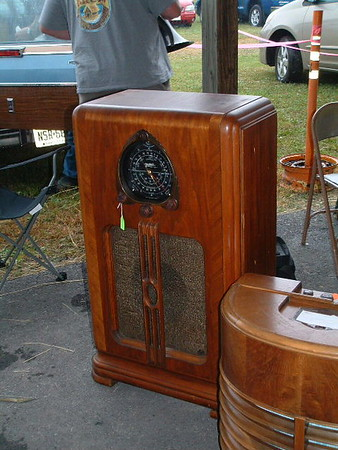 Non-shutterdial Zenith, later sold in the auction for about $60-, a similar rougher Zenith went for TEN dollars. Rare Silvertone chairside on right.