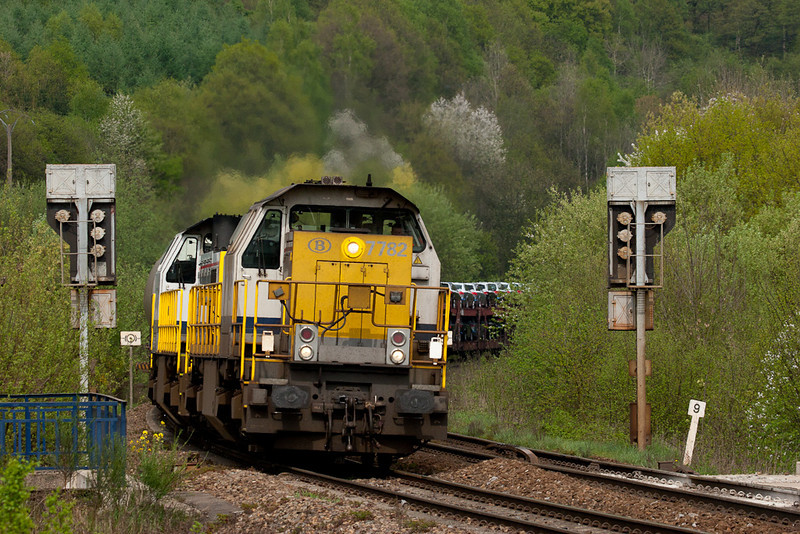 7782 and sister have a trainload of automobiles in tow as they split the first set of Belgian signals west of Gemmenich tunnel. The class 77 road switchers were never too common on the L24. Seeing them surrounded by vivid springtime colors on the trees was an additional treat.