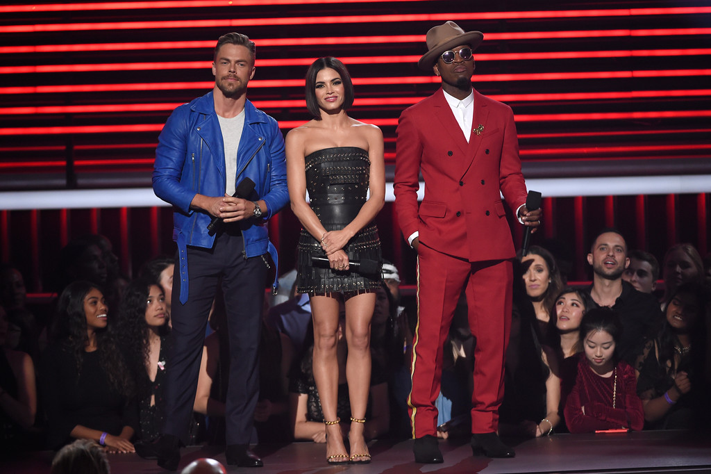 . Derek Hough, from left, Jenna Dewan, and Ne-Yo, introduce a performance by Jennifer Lopez and DJ Khaled at the Billboard Music Awards at the MGM Grand Garden Arena on Sunday, May 20, 2018, in Las Vegas. (Photo by Chris Pizzello/Invision/AP)