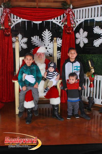 Santa 12-17-16-278.jpg