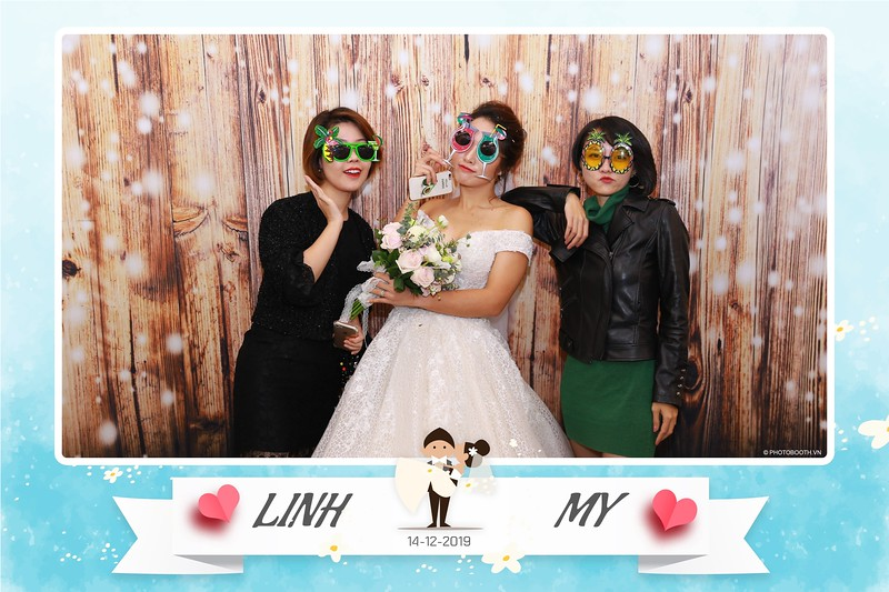 Linh-My-wedding-instant-print-photo-booth-in-Ha-Noi-Chup-anh-in-hnh-lay-ngay-Tiec-cuoi-tai-Ha-noi-WefieBox-photobooth-hanoi-42.jpg