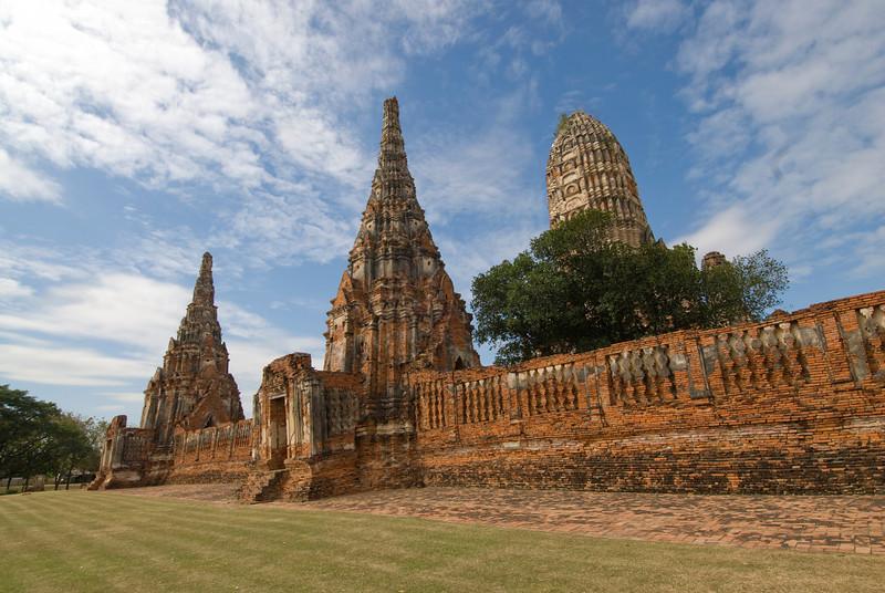 Wat Chaiwatthanaram 7 - Ayutthaya, Thailand.jpg
