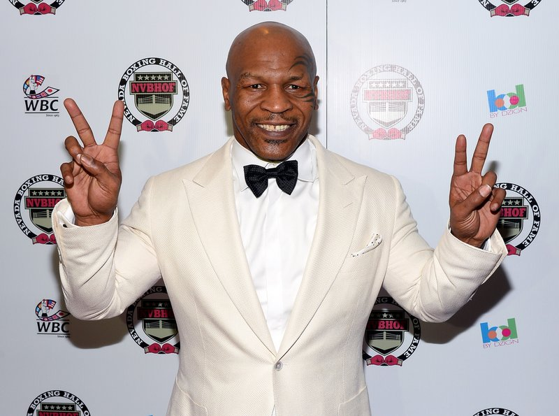 ". <p>10. (tie) MIKE TYSON <p>Nope .... poaching boxers isn�t the worst thing he�s ever been accused of. (previous ranking: unranked) <p><b><a href=\'http://sports.yahoo.com/blogs/boxing/ex-heavyweight-champ-mike-tyson-hurting-2016-u-001118462--box.html\' target=""_blank\""> HUH?</a></b> <p>    (Ethan Miller/Getty Images)"