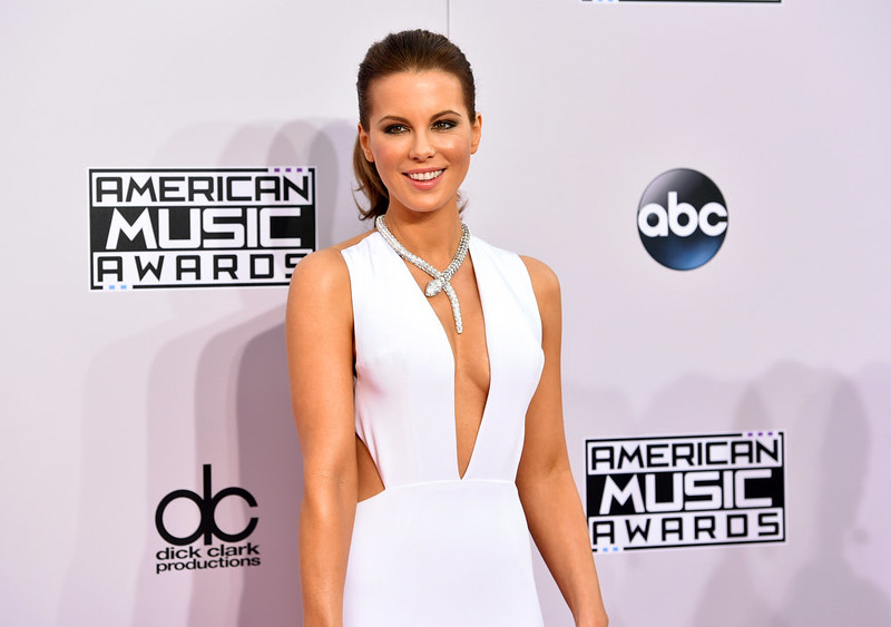 . Kate Beckinsale arrives at the 42nd annual American Music Awards at Nokia Theatre L.A. Live on Sunday, Nov. 23, 2014, in Los Angeles. (Photo by John Shearer/Invision/AP)