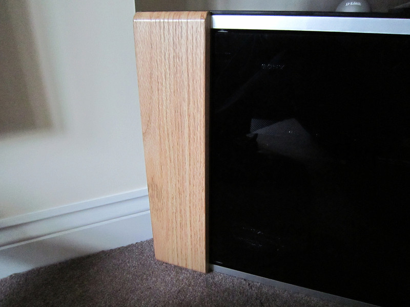tv_cabinet_oak_trim_001.JPG