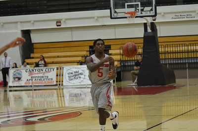 2013-11-16 Men's Basketball CS Dominguez Hills v Western Oregon