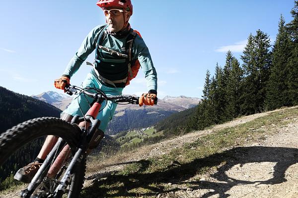 SpotMagazine_HotelGrischa_Biking_Justin Hession