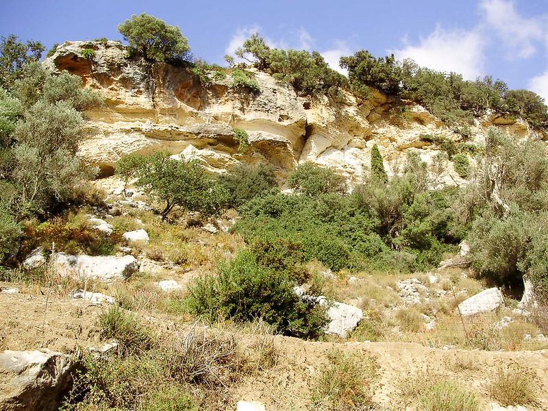 04-Prachtige-Kalksteenrotsen-in-de-vallei.JPG