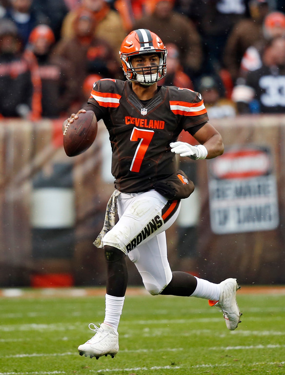. Cleveland Browns quarterback DeShone Kizer (7) scrambles in the first half of an NFL football game against the Jacksonville Jaguars, Sunday, Nov. 19, 2017, in Cleveland. (AP Photo/Ron Schwane)