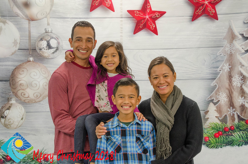 Christmas Photobooth 2018 Sunday-099.jpg