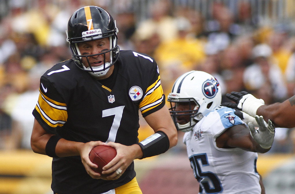 . Ben Roethlisberger #7 of the Pittsburgh Steelers scrambles in the first half against the Tennessee Titans during the game on September 8, 2013 at Heinz Field in Pittsburgh, Pennsylvania. (Photo by Justin K. Aller/Getty Images)