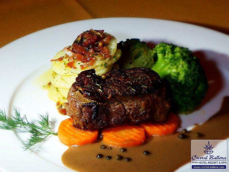 Restaurant-Pura-Vida-Steak1_0600px-wm.jpg