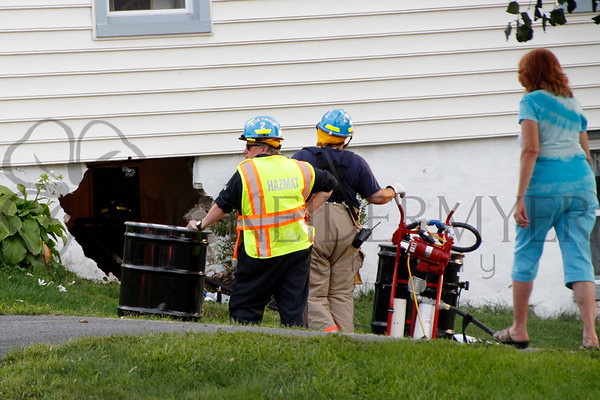 08.25.14 MVC car into house in 76 Local