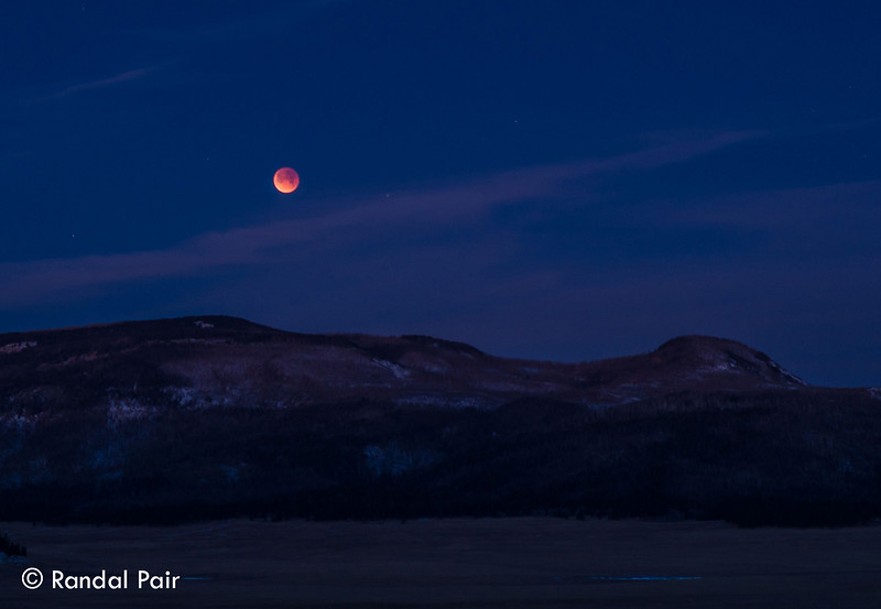 11 - Lunar - eclipse setting toward Redondo Peak.jpg