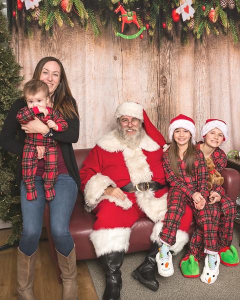 Ameriprise-Santa-Visit-181202-4940.jpg