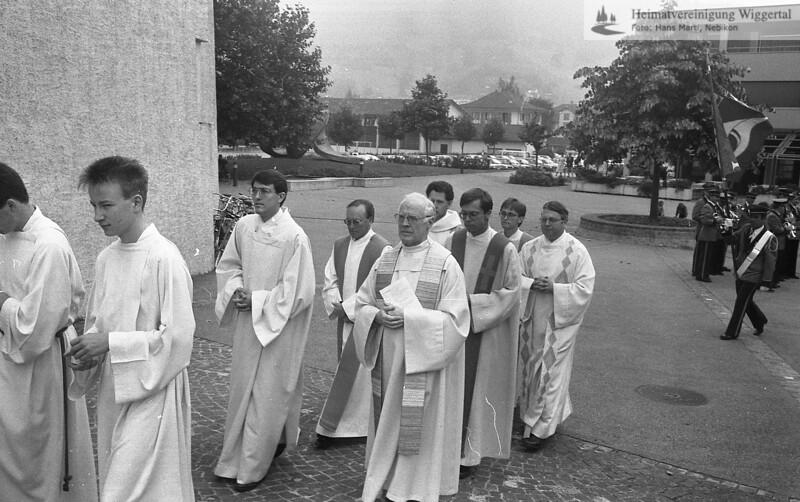 #050620 | Einzug in die Pfarrkirche; Primiz Roland Häfliger; 25. juni 1989; MHN