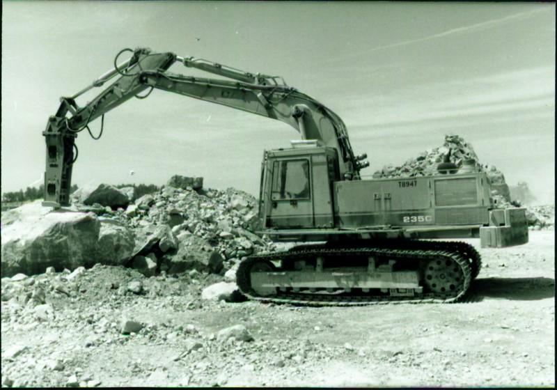 NPK E216 hydraulic hammer on Cat Excavator at Marblehead 6-4-98 (16).JPG