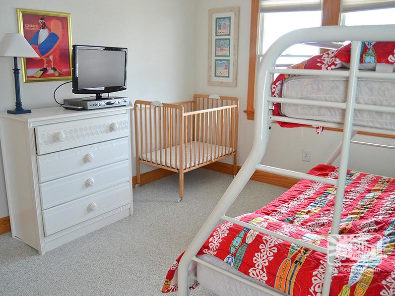 Pyramid Bunk Bedroom with Crib