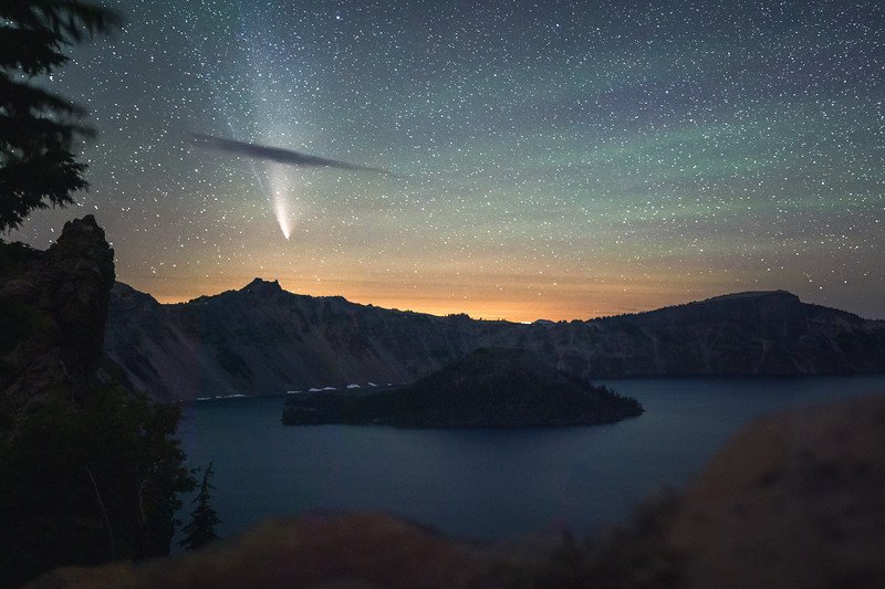 Crater Lake Comet pano.jpg