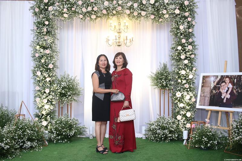 Vy-Cuong-wedding-instant-print-photo-booth-in-Bien-Hoa-Chup-hinh-lay-lien-Tiec-cuoi-tai-Bien-Hoa-WefieBox-Photobooth-Vietnam-013.jpg