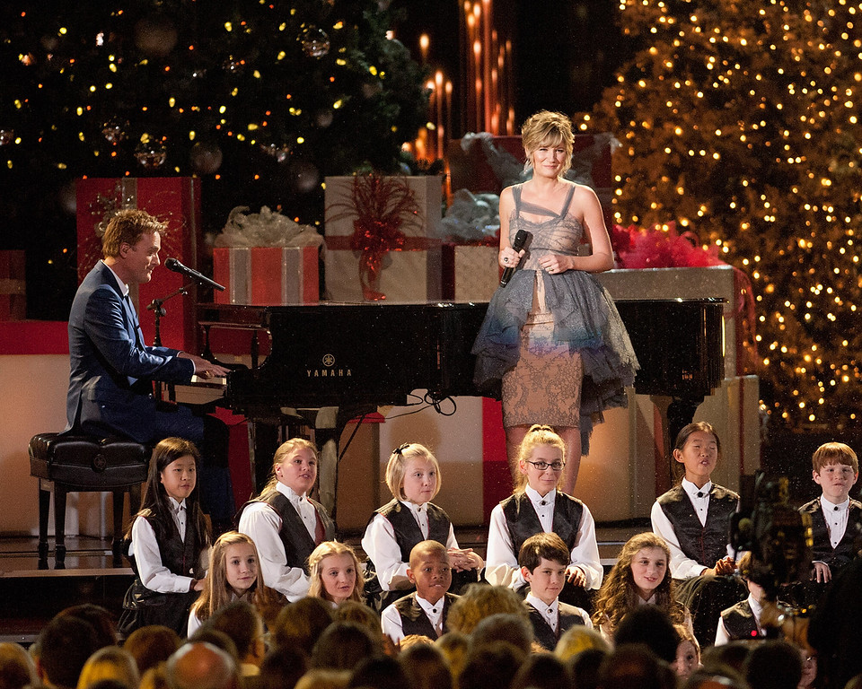 . Michael W. Smith and Jennifer Nettles perform during the CMA 2013 Country Christmas on November 8, 2013 in Nashville, Tennessee.  (Photo by Erika Goldring/Getty Images)