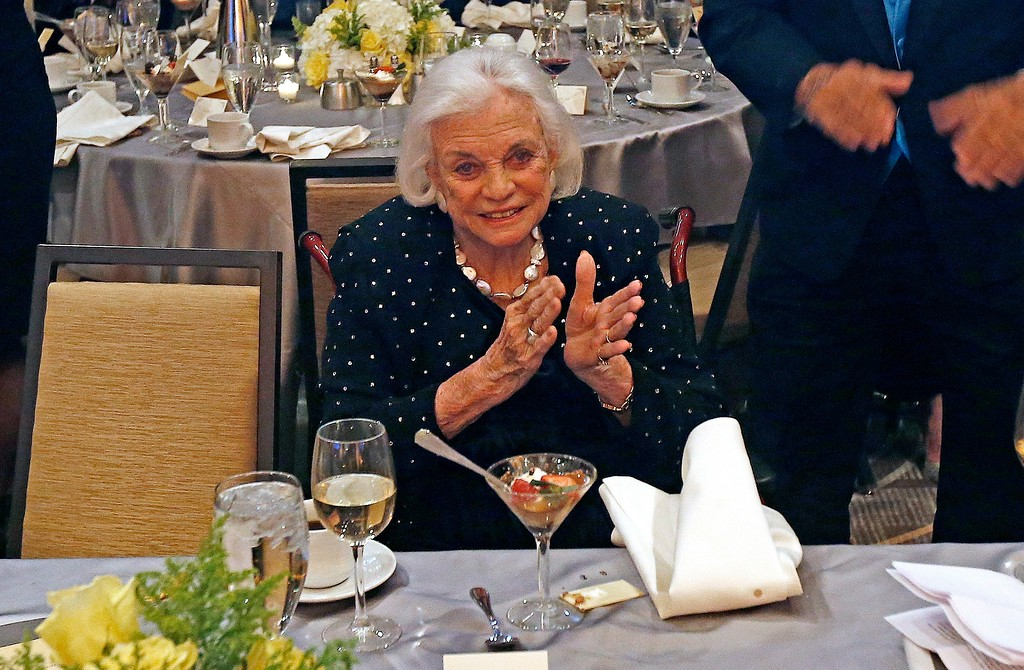 . Former U.S. Supreme Court Justice Sandra Day O\'Connor applauds as former U.S. President Jimmy Carter is honored as he receives the O\'Connor Justice Prize at The Sandra Day O\'Connor College of Law at Arizona State University Justice Prize Dinner Friday, Jan. 27, 2017, in Phoenix. The prize was established to raise visibility for rule of law initiatives and recognize people who have made extraordinary contributions to advancing rule of law, justice and human rights. (AP Photo/Ross D. Franklin)