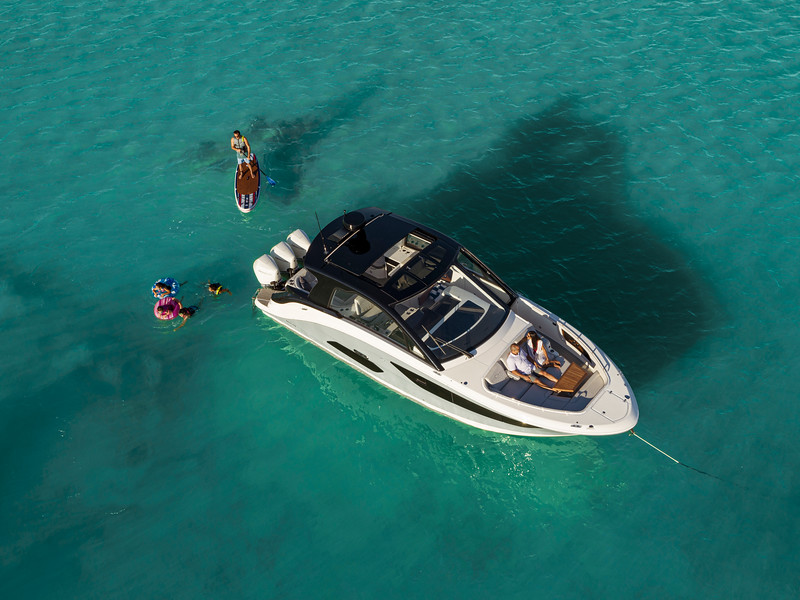 2021-Sundancer-370-Outboard-DAO370-lifestyle-aerial-family-swimming-paddleboarding-00645.jpg
