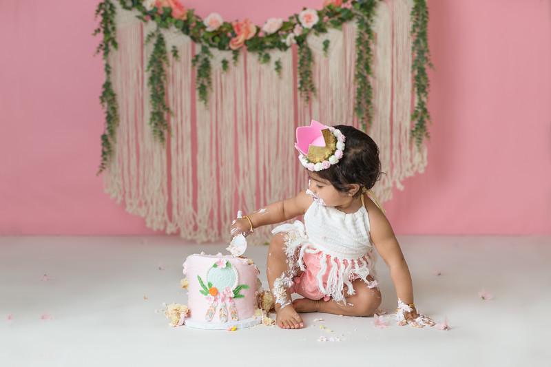 Rehmat Cake Smash-43.jpg