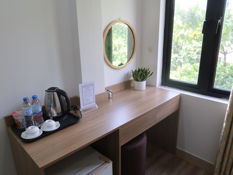 IMG_3538-hung-vuong-desk.JPG