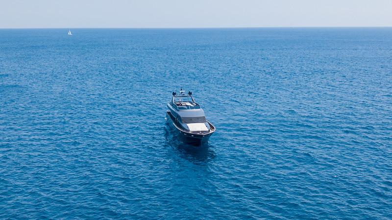 Manta Yacht