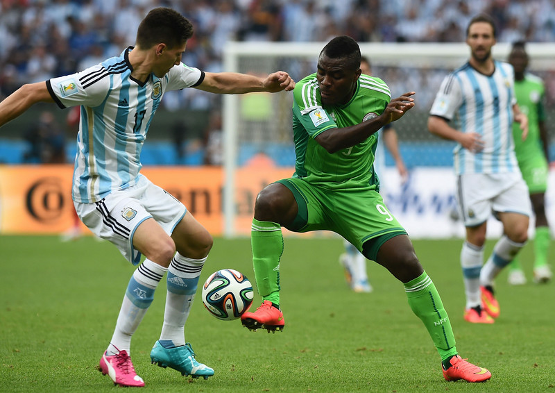 . Argentina\'s defender Federico Fernandez (L) challenges Nigeria\'s forward Emmanuel Emenike during the Group F football match between Nigeria and Argentina at the Beira-Rio Stadium in Porto Alegre on June 25, 2014,during the 2014 FIFA World Cup. (JEWEL SAMAD/AFP/Getty Images)