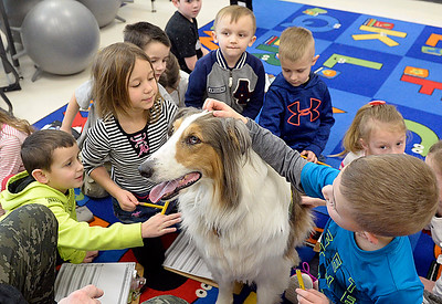 Keystone kindergartners meet therapy dog
