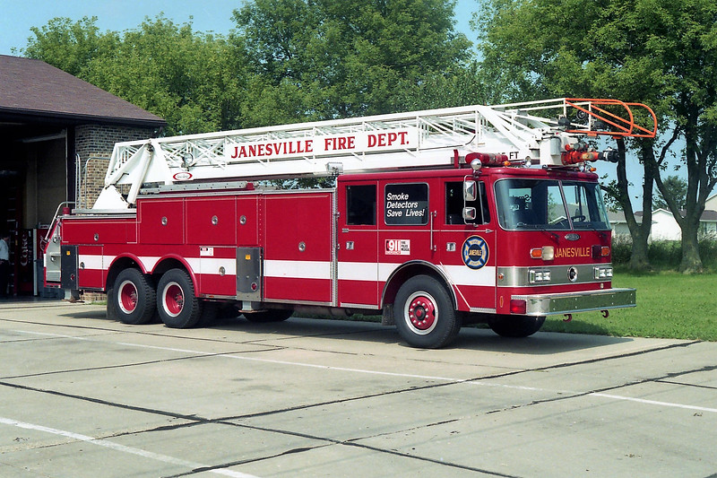 JANESVILLE  LADDER  PIERCE ARROW  105'.jpg