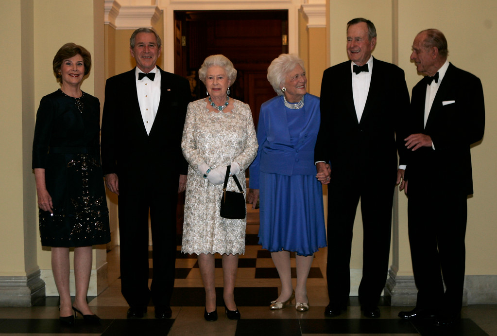 . From left: first lady Laura Bush, President Bush, Queen Elizabeth II, former first lady Barbara Bush, former President George H.W. Bush, and Prince Philip pose for photographs before the start of a dinner at the British Embassy on Tuesday, May 8, 2007 in Washington.  (AP Photo/Evan Vucci)