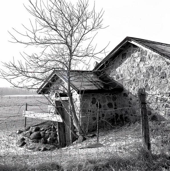 46906936_Untitled-1stone house