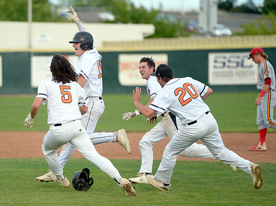 Vacaville High baseball team walks off on Jesuit in section semifinals