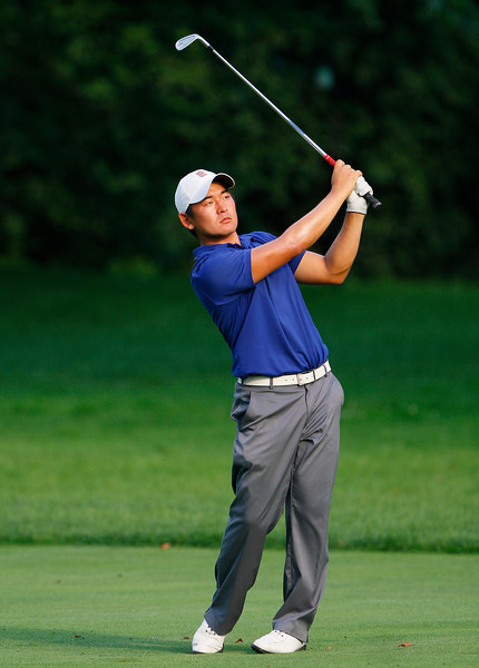 Andrew Yun of Chandler, Ariz., hits his third shot on the 18th hole during the first round Tuesday.