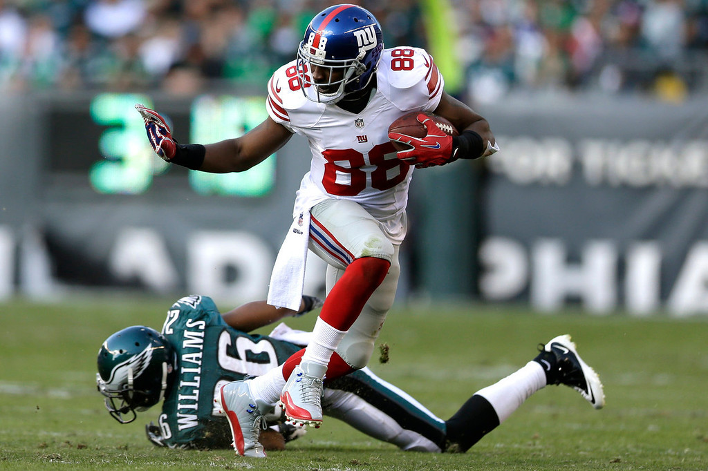 . New York Giants wide receiver Hakeem Nicks (88) runs from Philadelphia Eagles\' Cary Williams (26) during the second half of an NFL football game Sunday, Oct. 27, 2013, in Philadelphia. (AP Photo/Matt Rourke)