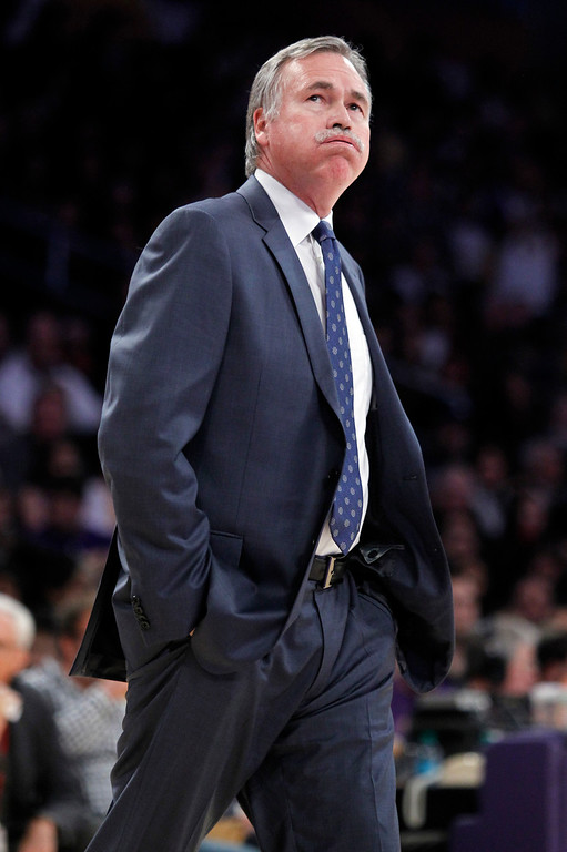 . Los Angeles Lakers coach Mike D\'Antoni reacts while looking at the scoreboard during the first half of the Lakers\' NBA basketball game against Milwaukee Bucks on Tuesday, Dec. 31, 2013, in Los Angeles. (AP Photo/Alex Gallardo)
