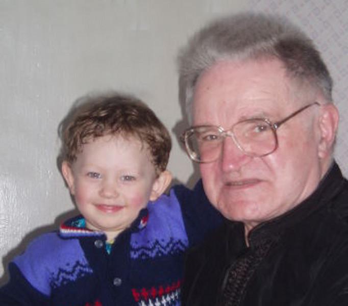 Юрий Жаров со своим внуком. гор. Магадан