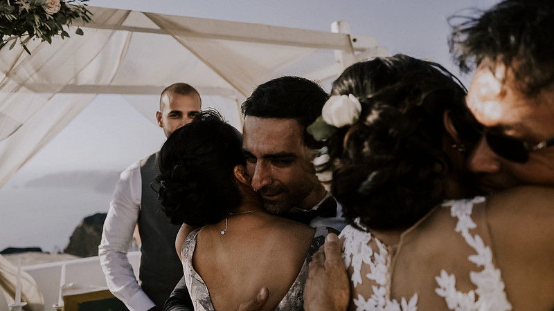 Tu-Nguyen-Destination-Wedding-Photographer-Santorini-Rocabella-Hotel-Euna-Ehsan-404.jpg
