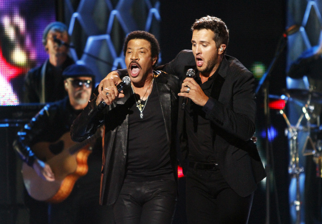 ". Luke Bryan, right, and Lionel Richie perform at the CMT ""Artists of the Year\"" show held at the Music City Center on Tuesday, Dec. 3, 2013, in Nashville, Tenn. (Photo by Wade Payne/Invision/AP)"