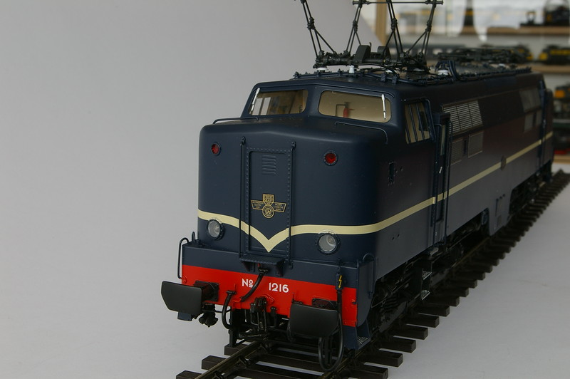 philotrain 435_65-3 NS 1216 berlijns blauw -6.JPG