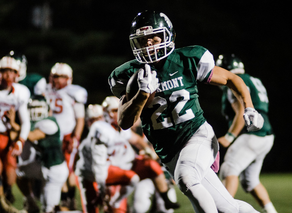 . Oakmont\'s Justin Jameson runs it in for a touchdown during the game against Hudson on Friday, October 13, 2017. SENTINEL & ENTERPRISE / Ashley Green