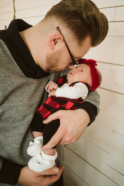 Schmidt Christmas Mini Session 2018-36.jpg