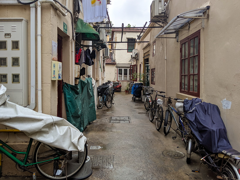 The longtang housing alley I stayed on.