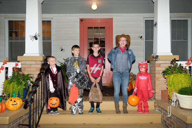 20171031 104 trick or treating.jpg