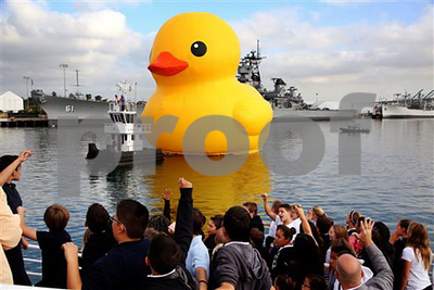 los-angeles-port-welcomes-massive-rubber-duck