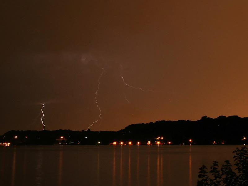 lightning_irond_06_4x3_07232008.jpg